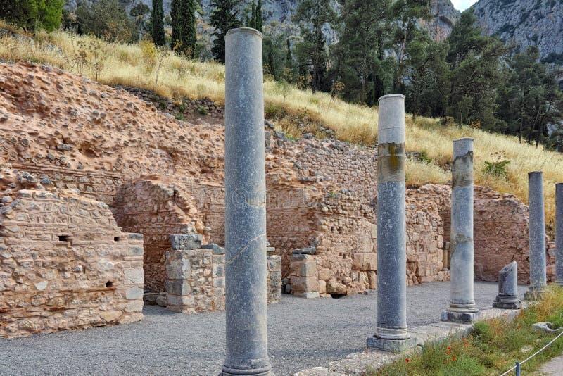Colunas do local arqueológico do grego clássico de Delphi, Grécia imagens de stock royalty free