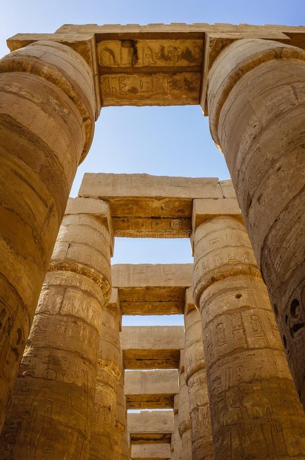 Colunas do templo de Karnak imagem de stock royalty free