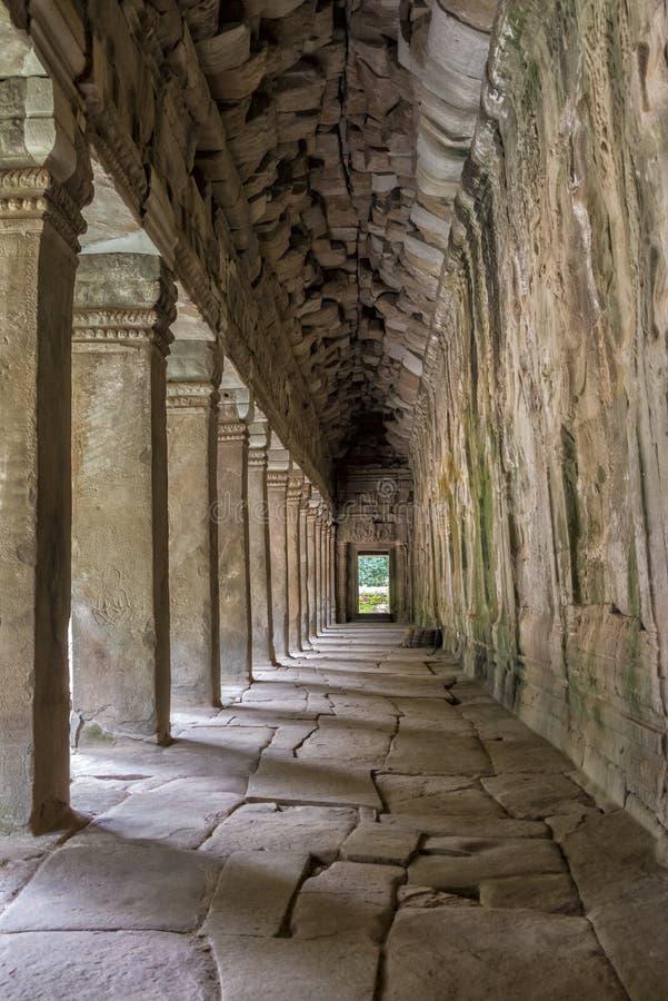 Colunas e arcos, Angkor Wat, Camboja imagens de stock royalty free