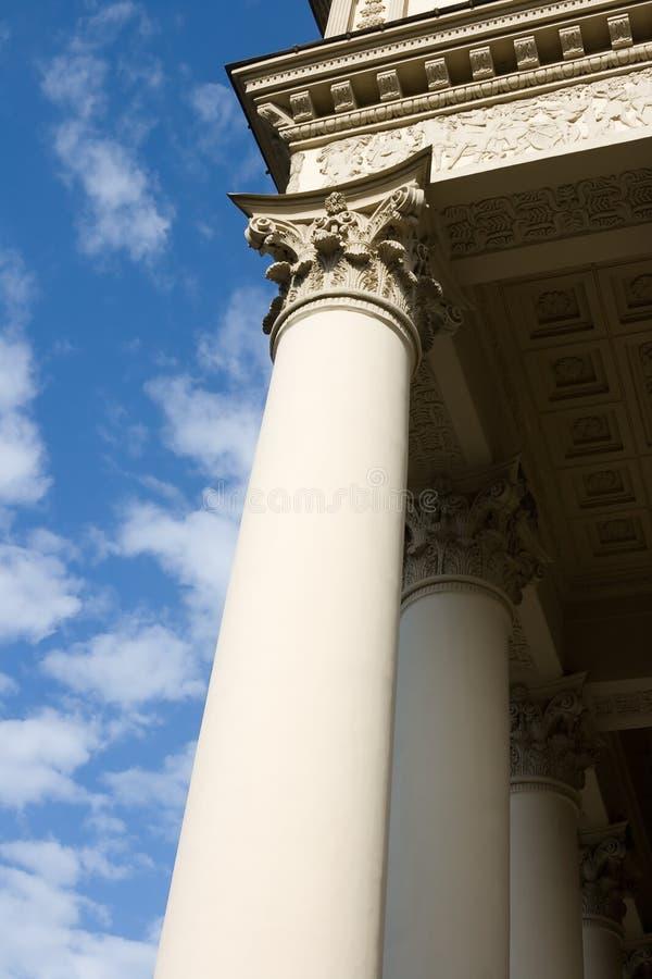 Colunas e nuvens fotografia de stock royalty free