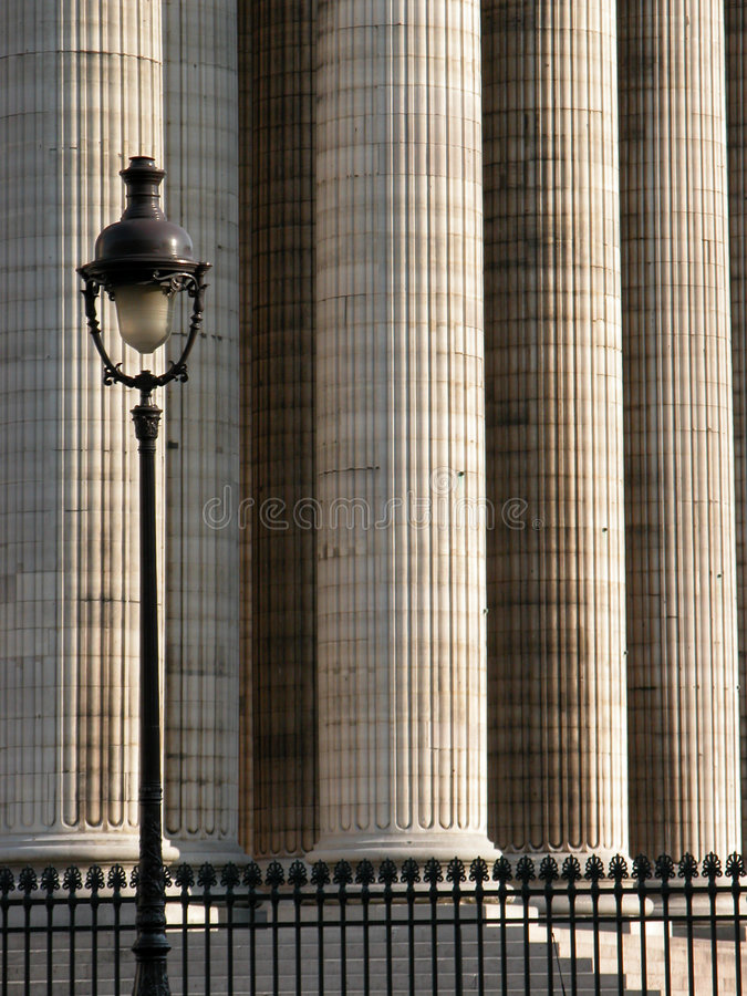 Colunas e pólo de iluminação imagens de stock royalty free