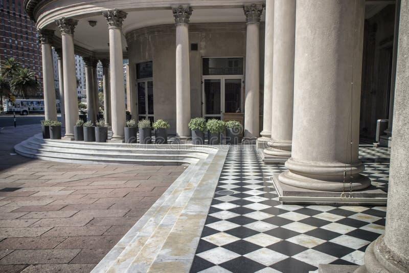 Colunas Montevideo Uruguai do teatro de Solis imagens de stock