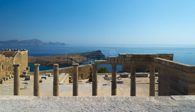 Colunas na acrópole de Lindos, o Rodes fotos de stock royalty free