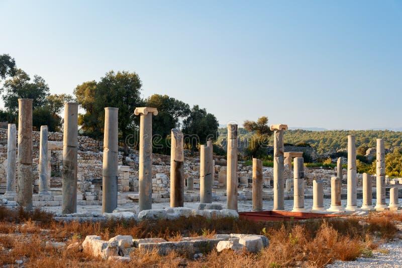 Colunas na rua principal na cidade antiga Patara de Lycian Turquia imagens de stock