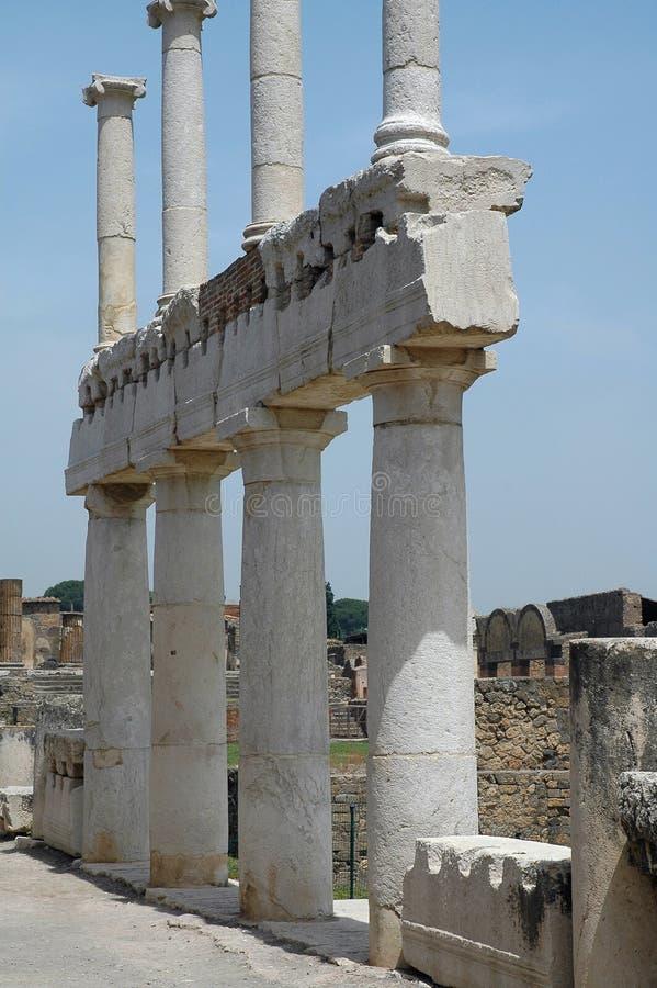 Colunas no fórum em Pompeii, Italy fotografia de stock royalty free
