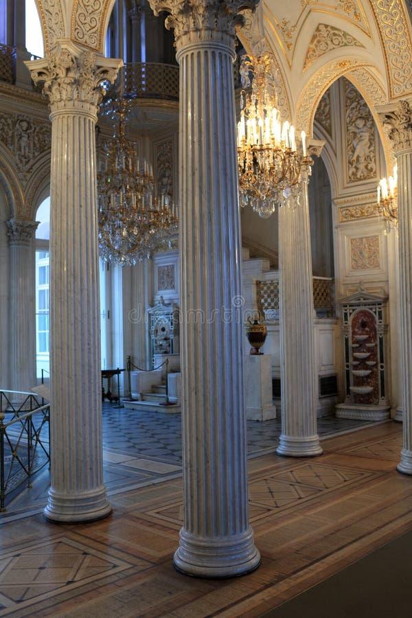 Colunas no pavilhão Salão imagens de stock