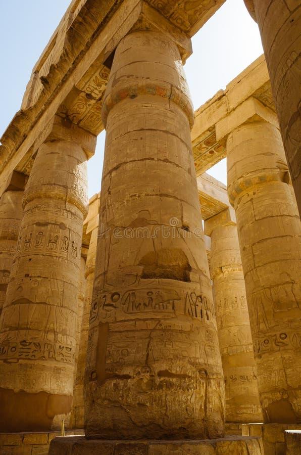 Colunas no templo de Karnak fotografia de stock