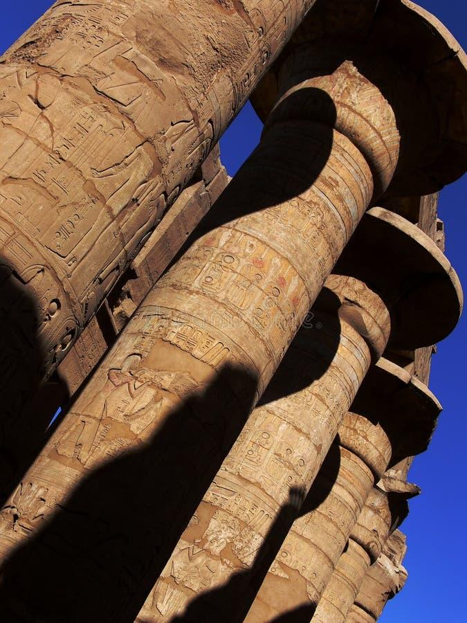 Colunas no templo de Karnak imagens de stock