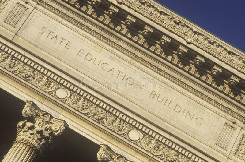 Colunas ornamentado da construção da educação do estado, Albany, NY foto de stock royalty free