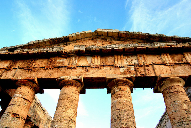 Colunas, templo grego de Segesta, Sicília fotografia de stock