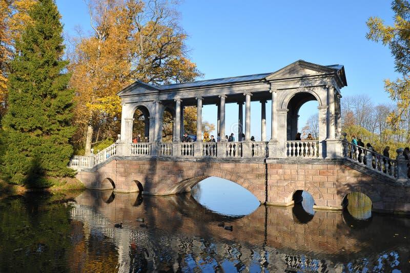 Colunata da ponte de mármore imagens de stock royalty free