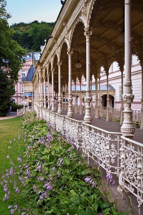 A colunata do parque em Karlovy varia fotografia de stock royalty free