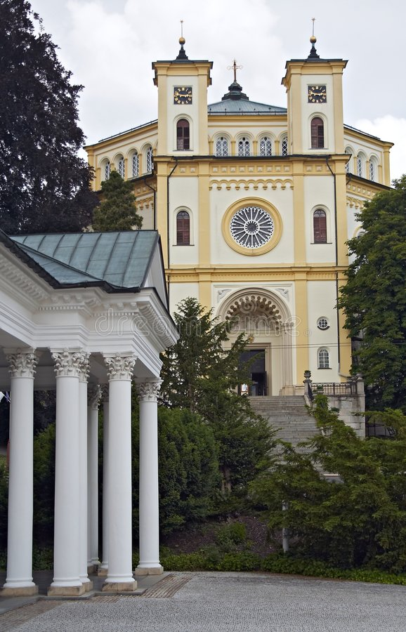 Colunata dos termas e a igreja imagens de stock