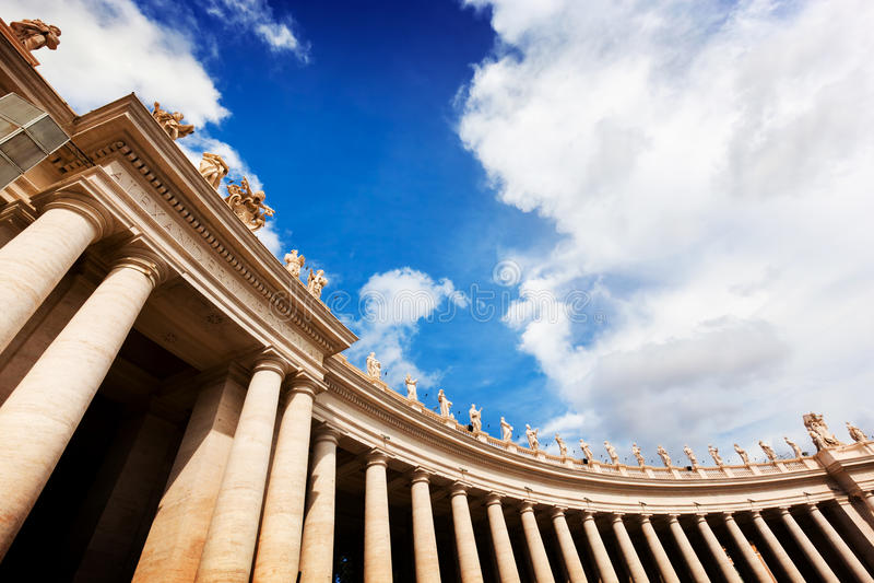Colunatas da basílica de St Peter, colunas em Cidade Estado do Vaticano fotografia de stock