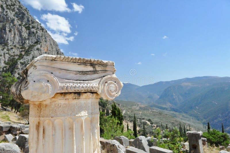Colunm w ruinach Delphi sanktuarium, Grecja zdjęcie stock