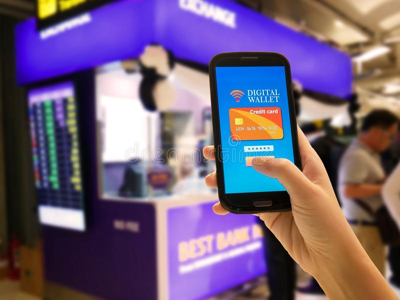 Comércio eletrónico, pagamento esperto, negócio e tecnologia Carteira de Digitas imagem de stock royalty free