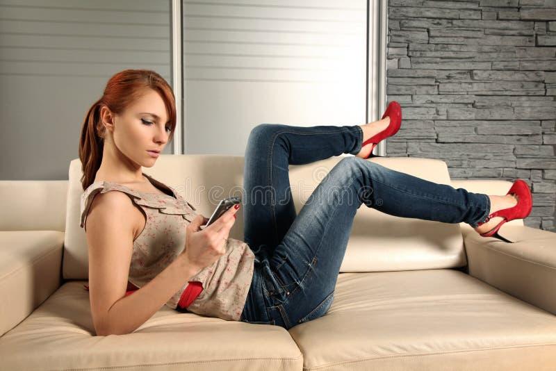 Com celular fotografia de stock