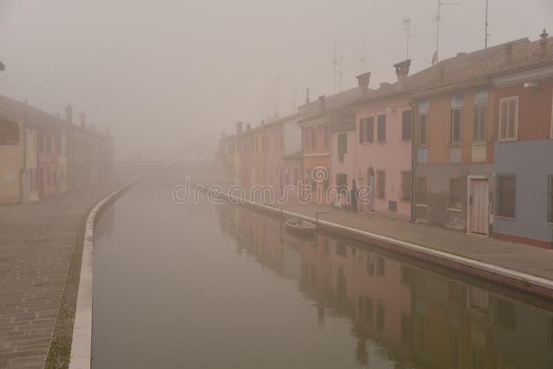 Comacchio kanalbro i vinter Ferrara Emilia Romagna, Italien fotografering för bildbyråer