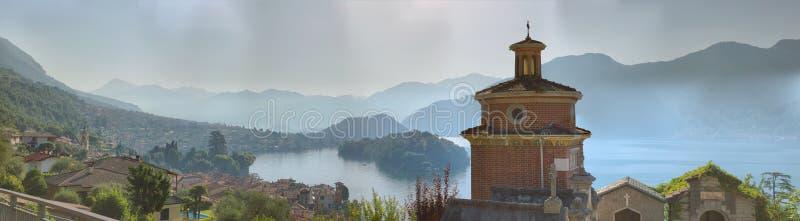 Comacina海岛全景从萨拉科马奇纳的 免版税图库摄影