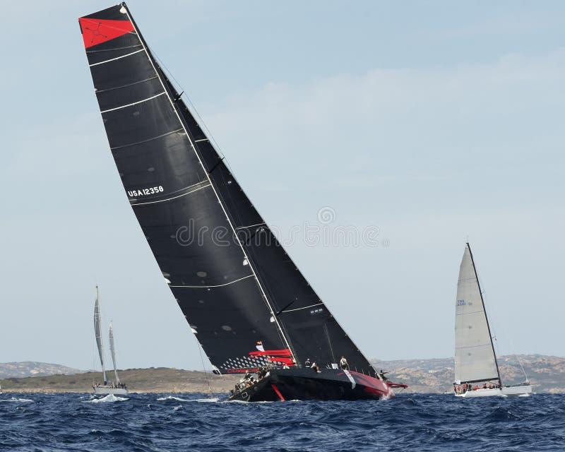 Comanche en la regata de la vela de Maxi Yacht Rolex Cup imagen de archivo