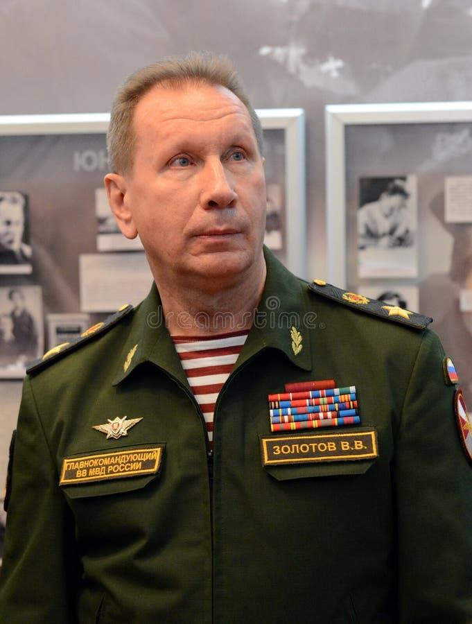 Comandante en jefe de las tropas internas del ministerio de asuntos internos de Rusia, general del ejército Viktor Zolotov imagen de archivo