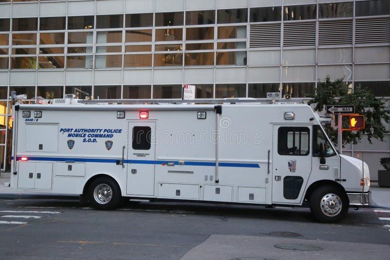 Comando móvil S de la policía de Port Authority O d cerca de escena del crimen del ataque terrorista en Manhattan más baja imagenes de archivo