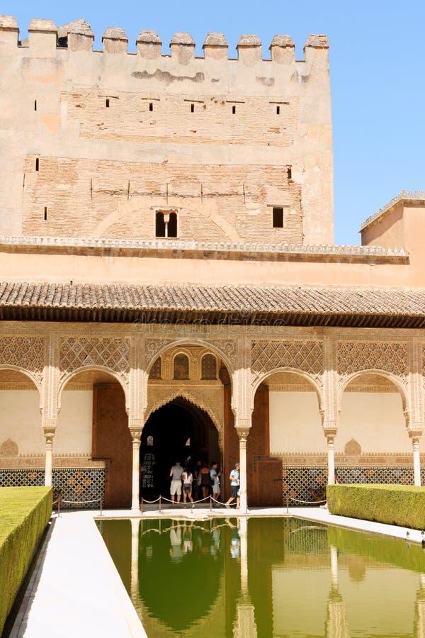 Comares-Kontrollturm und Hof der Myrten stockbilder