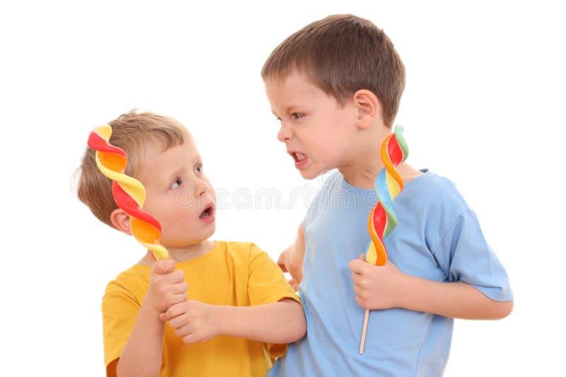 Combat d'enfants images stock
