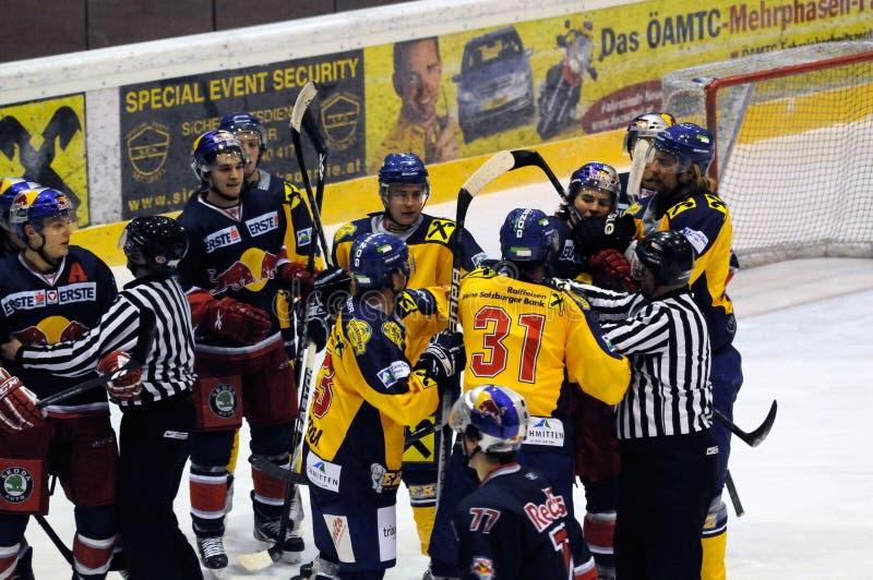 combat d'hockey image stock