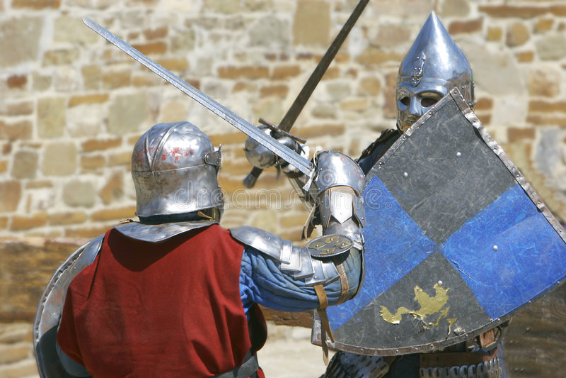 Combat de deux chevaliers images libres de droits