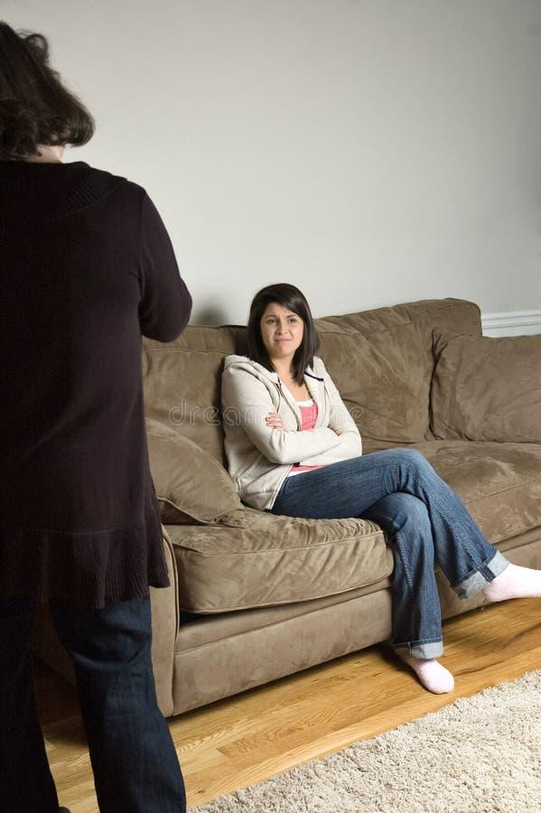 Combat de mère avec le descendant image stock