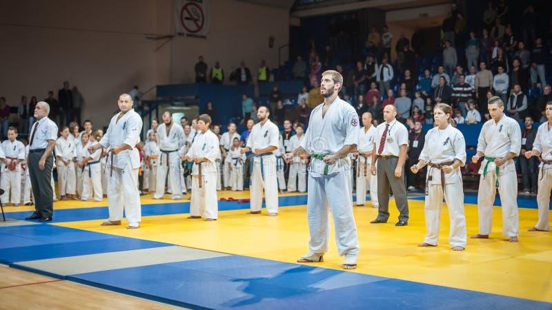 Combat de tournoi de karaté de Kyokushin Trophée 201 de Kyokushin Belgrade photo stock