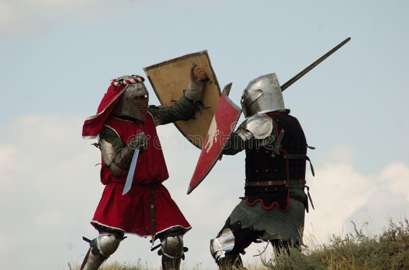 Combat européen médiéval de chevaliers photo stock