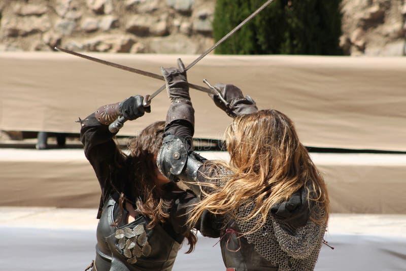 Combat médiéval de femmes photo stock