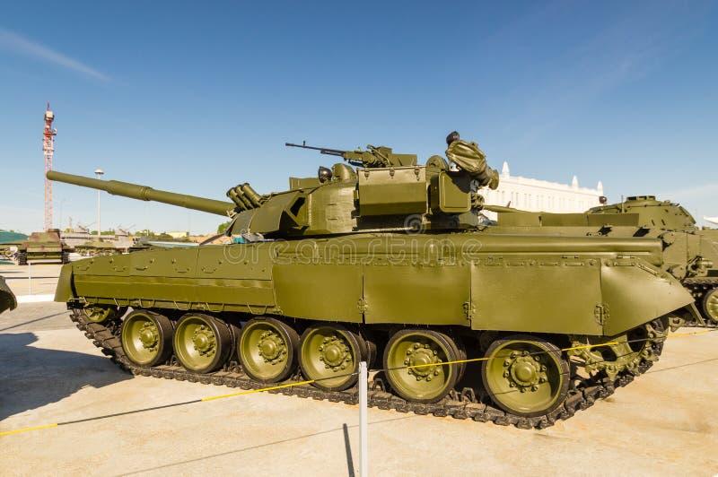 Combata el tanque soviético, un objeto expuesto del museo militar-histórico, Ekaterinburg, Rusia foto de archivo