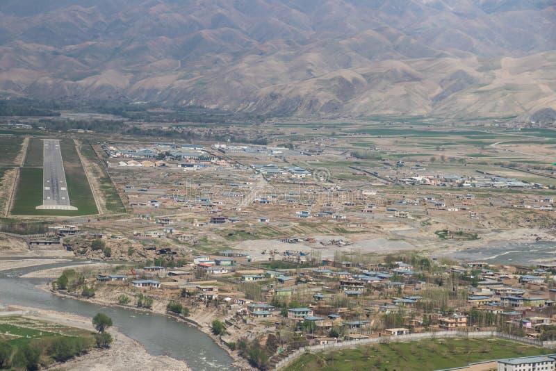 Combate de Afganistán y aviones civiles y campos de aviación fotos de archivo