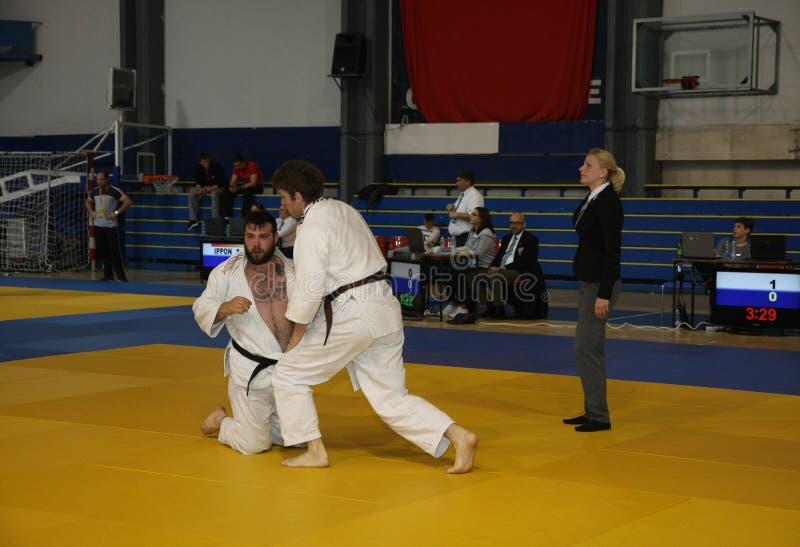 Combatientes en partido del judo fotos de archivo