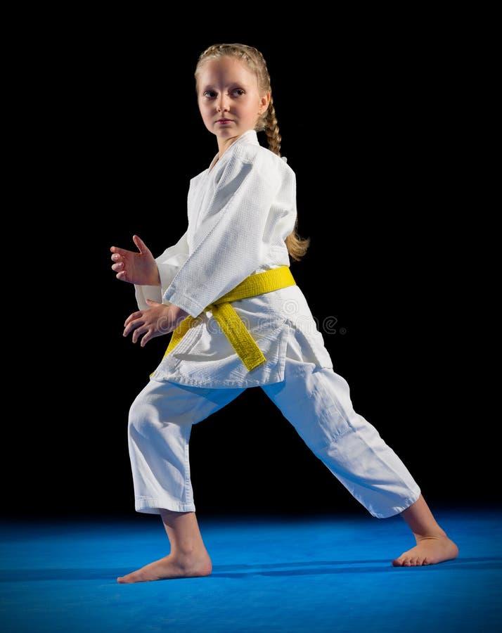 Combattant d'arts martiaux de petite fille images stock
