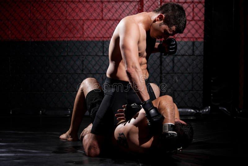 Combattant de Muttahida Majlis-e-Amal dominant le match photo libre de droits