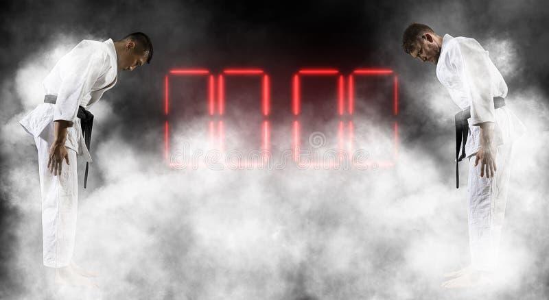 Combattants de Judokas dans le kimono blanc scoreboard image libre de droits