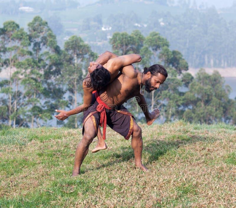 Combattants indiens effectuant le combat de main d'Adithada images libres de droits