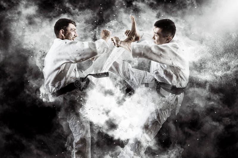 Combattimento maschio di karatè due fotografia stock
