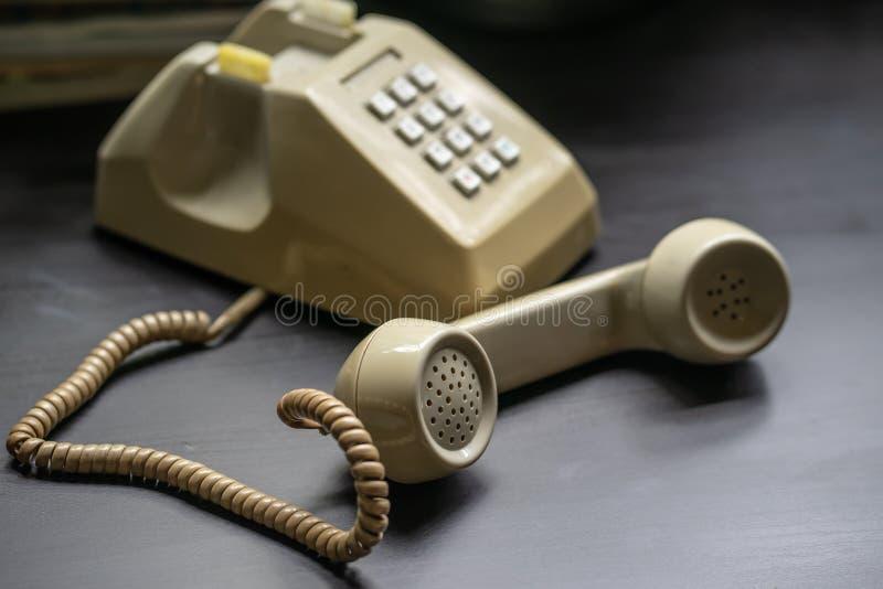 Combiné de téléphone de vintage Téléphone moderne de vintage de la moitié du siècle Téléphone rotatoire photo stock