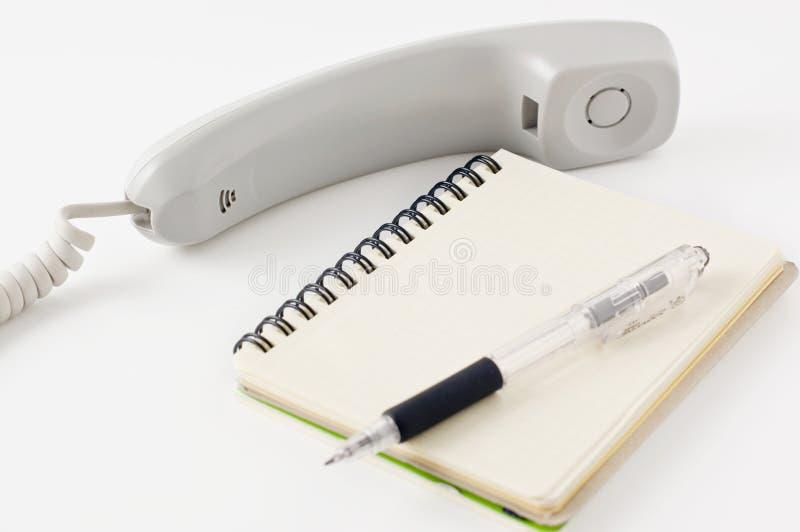 Combiné téléphonique de bloc-notes et de crayon et photographie stock libre de droits