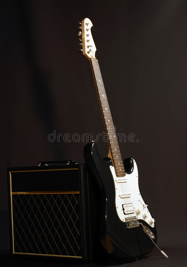 Combinado y guitarra imagen de archivo libre de regalías