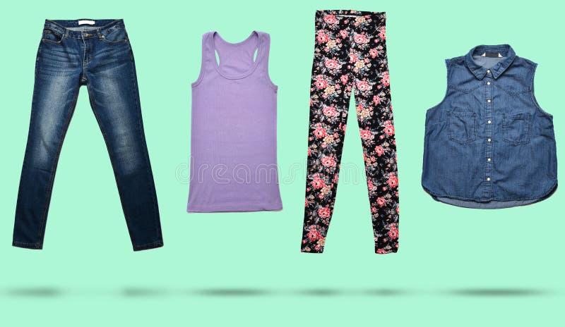 combinazione della foto 3D di women& x27; abbigliamento di s su fondo pastello Sguardo di modo minimalism Oggetti isolati, ombre fotografia stock libera da diritti