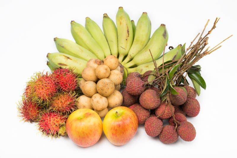 Combine la fruta con, el rambutan Longkong de los lichis del plátano y la manzana imagenes de archivo