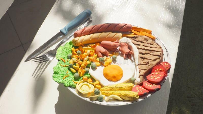 Combo van het varkenskoteletlapje vlees de vastgestelde vormende klei van maaltijd leidt tot heeft vork a stock foto