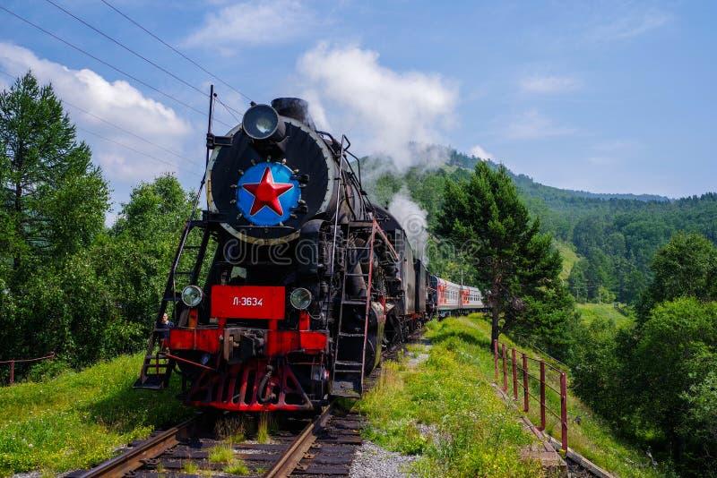 Comboio a vapor à volta do lago Baikal, Irkutsk, Sibéria, Rússia belas vistas fotografia de stock