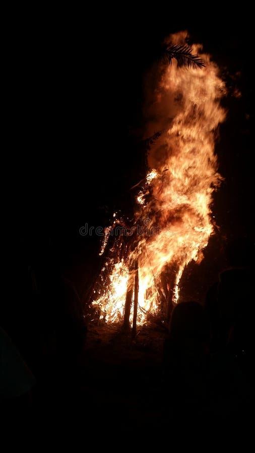 Combustion de la croix images libres de droits